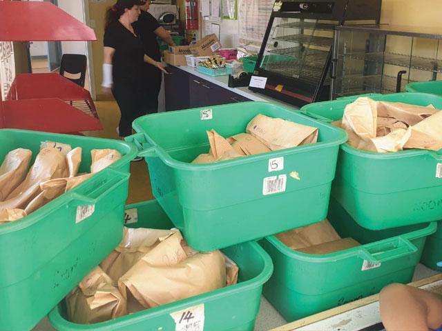 deejays-run-canteen-preparing-food-in-schools-programme